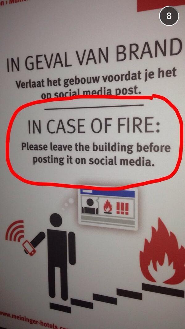 Bei Feuer bitte erst Gebäude verlassen, bevor man das Feuer auf Facebook postest