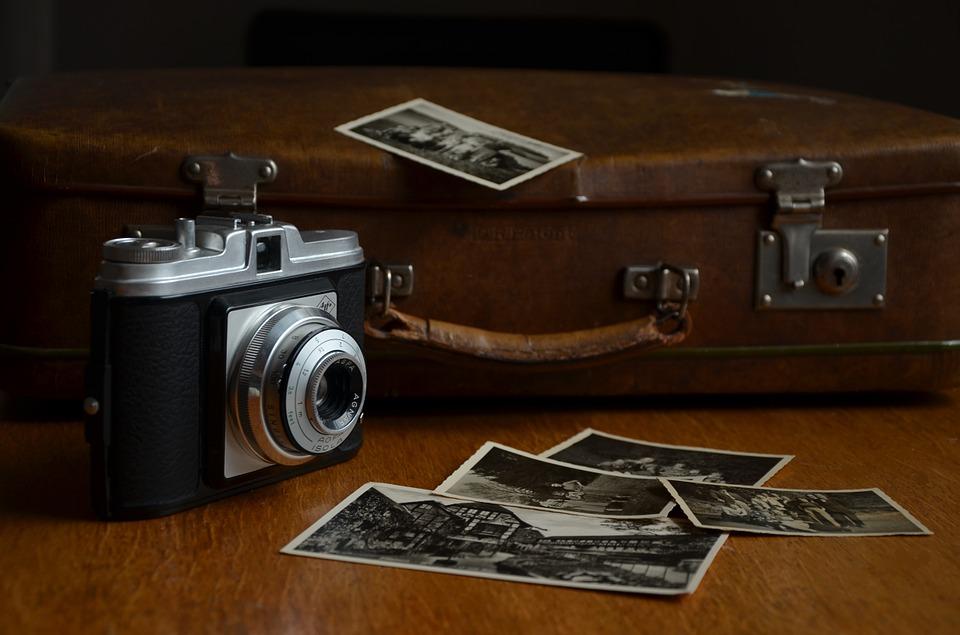 Ich packe meinen Koffer und nehme mit (Bildquelle: Pixabay Lizenz CC0 https://pixabay.com/de/kamera-fotos-fotografieren-514992/ Li